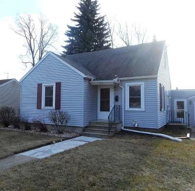 Oshkosh Single Family Home For Sale: 517 Pyle