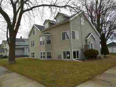 Oshkosh Single Family Home For Sale: 522 W 5th