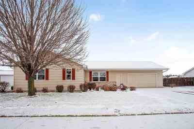 Kaukauna Single Family Home For Sale: 1317 W Henry