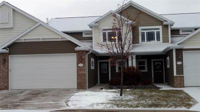 Neenah Condo/Townhouse For Sale: 1736 Oak Hollow