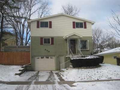 Single Family Home For Sale: 808 Newbury