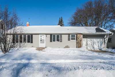 Green Bay Single Family Home For Sale: 1651 Debra