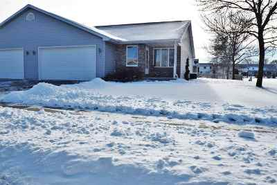 Little Chute Single Family Home Active-Offer No Bump: 931 Skyview