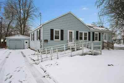 Green Bay Single Family Home For Sale: 1425 W Mason