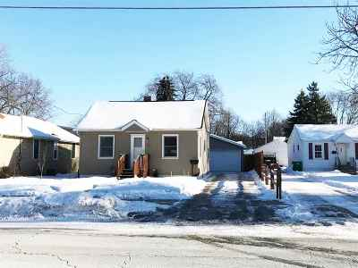 Green Bay Single Family Home For Sale: 521 Abrams