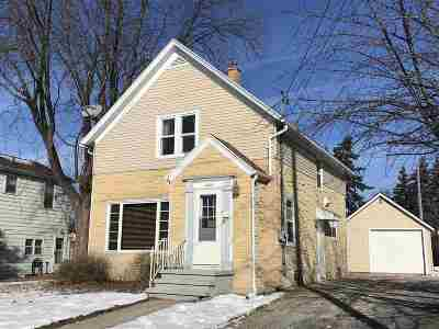 Little Chute Single Family Home For Sale: 424 W Main