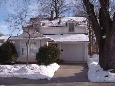 Green Bay Single Family Home For Sale: 236 N Oneida