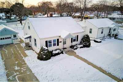 Green Bay Single Family Home For Sale: 1225 Hickory Hill