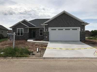 Menasha Single Family Home Active-Offer No Bump: 873 Fountain Way
