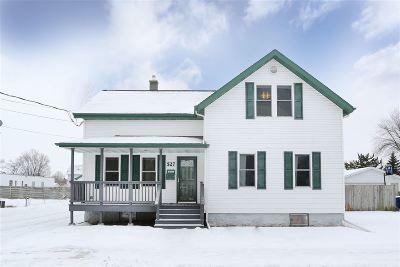 Menasha Single Family Home For Sale: 527 6th