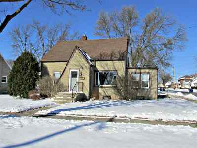 Little Chute WI Single Family Home Active-Offer No Bump: $114,900