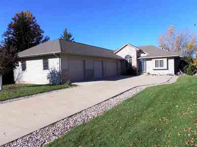Winneconne Single Family Home Active-No Offer: 844 Twin Harbor