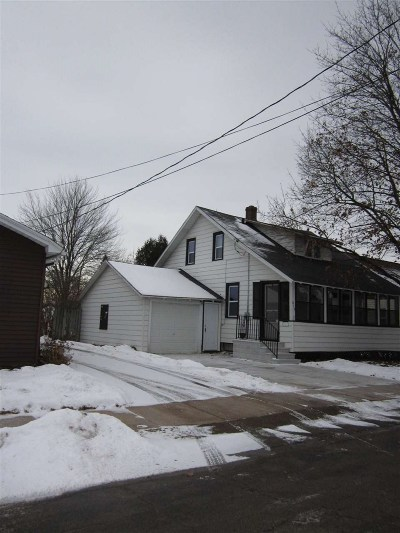 Menasha Single Family Home Active-Offer No Bump: 813 Roosevelt