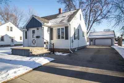 Combined Locks Single Family Home For Sale: 221 Darboy