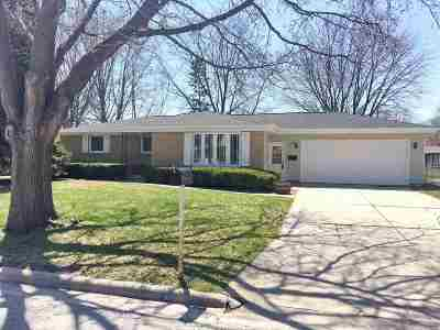 Green Bay Single Family Home Active-No Offer: 1075 Valley View