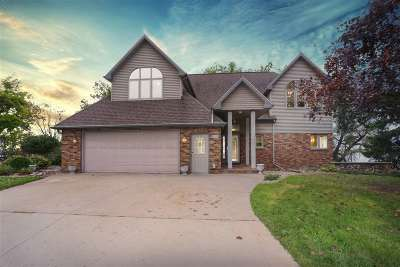 Neenah Single Family Home Active-No Offer: 835 Neff