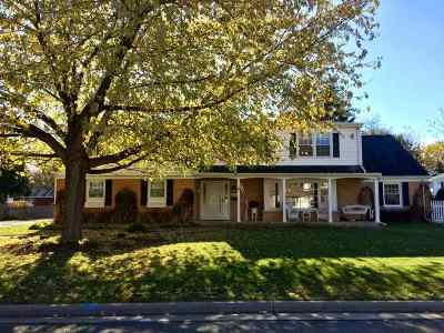Neenah Single Family Home For Sale: 555 Chatham
