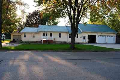 Peshtigo Single Family Home For Sale: 261 N Cranberry