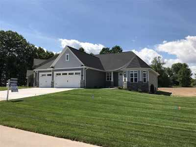 Menasha Single Family Home Active-Offer No Bump: 2822 Villa