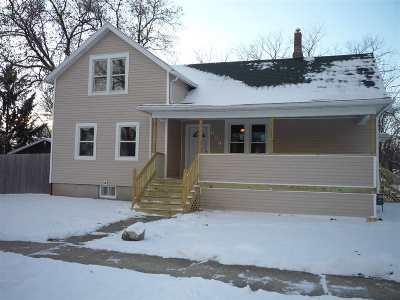 Menasha Single Family Home For Sale: 654 Depere