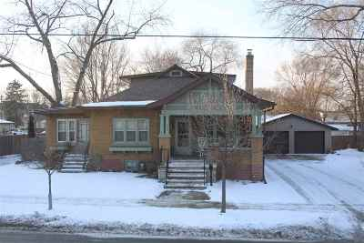 Green Bay Single Family Home For Sale: 717 N Baird