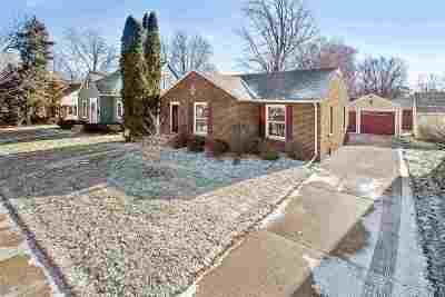 Menasha Single Family Home For Sale: 841 Keyes