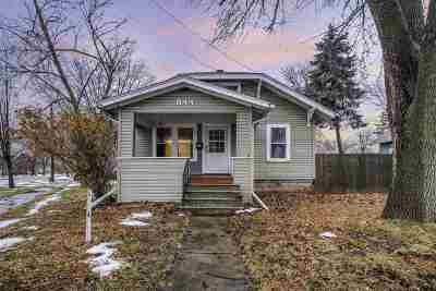 Menasha Single Family Home Active-Offer No Bump: 844 Appleton