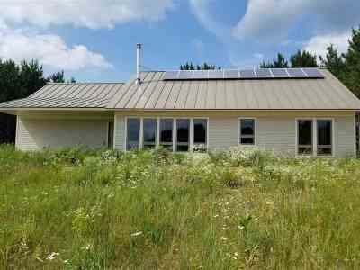 Waupaca Single Family Home Active-No Offer: E1955 Lambs Quarters