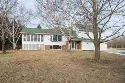 Neenah Single Family Home Active-Offer No Bump: 2596 Oakridge