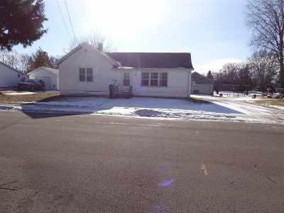 Seymour Single Family Home For Sale: 208 Eagle
