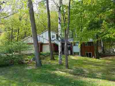 Waupaca Single Family Home Active-No Offer: 835 Buffalo Ridge