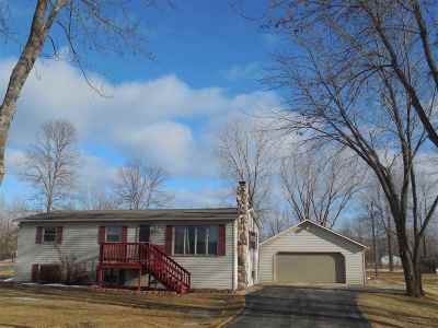 Little Suamico Single Family Home Active-No Offer: 810 Lilly