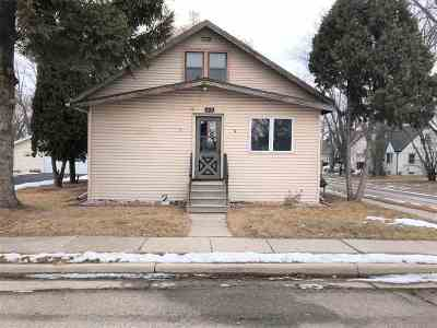 Neenah Single Family Home Active-No Offer: 220 Hewitt