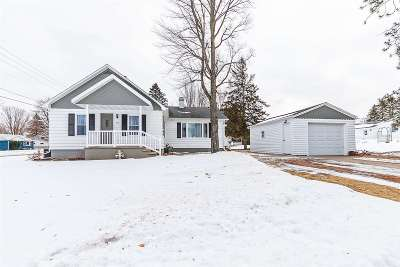 Oconto Falls WI Single Family Home For Sale: $124,900