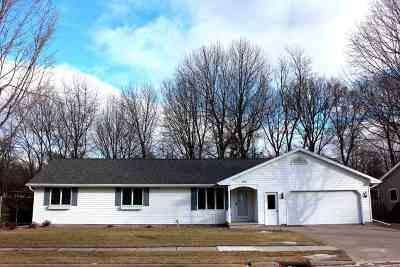Kaukauna Single Family Home For Sale: 806 Sheridan