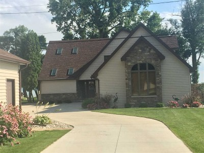 Menasha Single Family Home Active-No Offer: W6603 Firelane 7