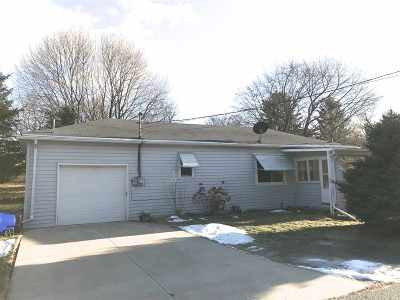 Kaukauna Single Family Home For Sale: 920 Armstrong
