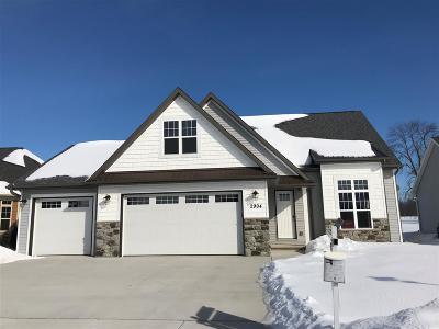 Menasha Single Family Home Active-No Offer: 2904 Villa
