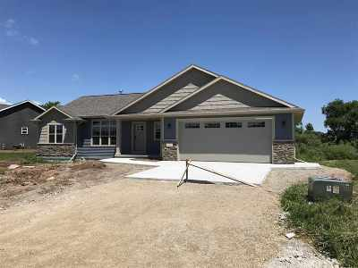 Kaukauna Single Family Home Active-Offer No Bump: 662 Sweet Meadow