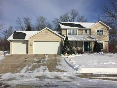 Neenah Single Family Home For Sale: 1474 Whitetail