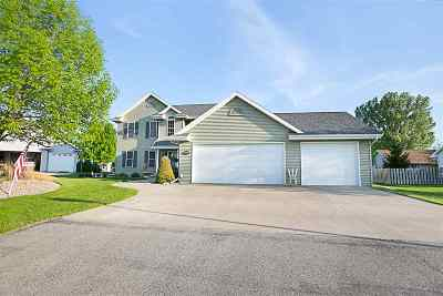 Menasha Single Family Home Active-No Offer: 2411 Red Fescue