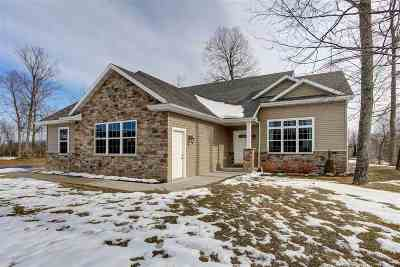 Neenah Single Family Home For Sale: 1346 Hoot Owl