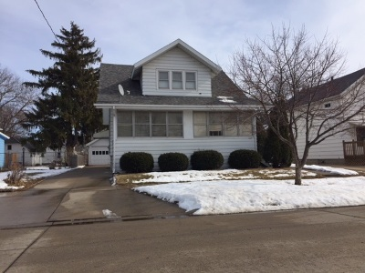 Oshkosh Single Family Home For Sale: 726 Oak