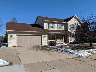 Oshkosh Single Family Home For Sale: 600 Fox Fire