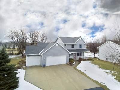 Oshkosh Single Family Home For Sale: 1439 Sheboygan