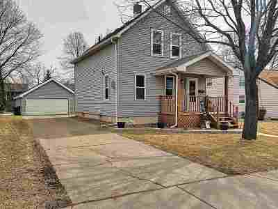 Combined Locks Single Family Home For Sale: 211 Williams