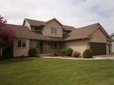 Oshkosh Single Family Home For Sale: 3887 Duchess