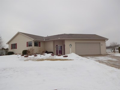 Luxemburg Single Family Home For Sale: 307 Robin