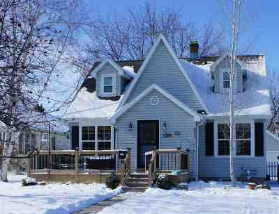Neenah Single Family Home For Sale: 725 S Park