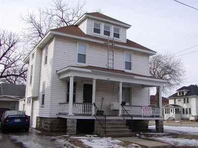 Oshkosh Single Family Home For Sale: 861 Wisconsin